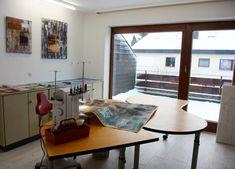 1 Tasche x 4 » BERNINA Blog Corner Desk, Blog, Furniture, Home Decor, Sewing Projects, Tie A Scarf, Corner Table, Decoration Home, Room Decor