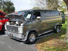 Customized 70's Chevy van Car Hauler Trailer, Chevy Vans, Dodge Van, Cool Vans, Van Living, Vintage Vans, Custom Vans, Guns And Ammo, Chevy Trucks