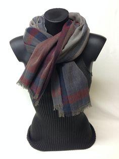 Sciarpa scozzese in lana vergine. Tartan new wool scarf. www.millenium-srl.it