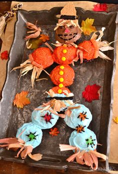 Thanksgiving scarecrow cupcakes are the cutest way to celebrate