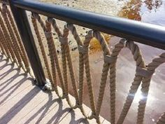 Porch railing can be a good idea because it gives a safe place for kids to not going out from home. Here are some porch railing ideas to make your home more eye catching. Rope Fence, Rope Railing, Deck Railing Design, Deck Railings, Banisters, Railing Ideas, Piscine Diy, Marine Rope, River House