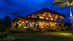 Taking inspiration from old Boholano houses, the owners maximized a lot by building a rustic Filipino retreat that highlights a splendid view and local materials Tropical House Design, Tropical Interior, Tropical Houses, Filipino House, Wooden House Design, Hut House, Philippines Beaches, Bamboo House, Beach House Decor