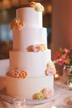 romantic and simple wedding cake #weddingcake