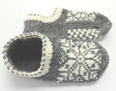 Uppsala Slippers by Ram Wools Yarn Co-op on Ravelry. Free knitting pattern for slippers with a fair isle motif. Knitted Slippers, Crochet Slippers, Knit Or Crochet, Knitting Socks, Baby Knitting, Knitting Needles, Knit Socks, Knitting Machine, Flats