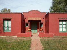 Galería de fotos - Constructora Pampa - San Antonio de Areco Spanish House, Spanish Colonial, Mexican Style Homes, Santa Fe Style, Adobe House, Window Awnings, Ideal Home, San Antonio, House Plans