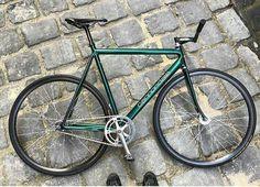Garage Velo, Bici Fixed, Fixed Gear Bicycle, Urban Bike, Bike Style, Road Bikes, Bike Life, Biking, Bicycles