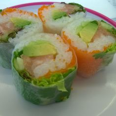 #sushi avec pâte de riz, menthe, avocat, œufs de poisson