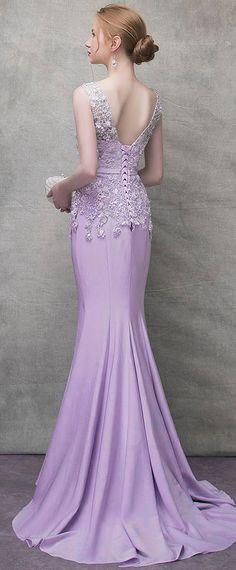 1132532bb65 robe de soirée élégante sirène appliquée de dentelle dos échancré en V