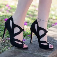 These shoes are gorgeous!