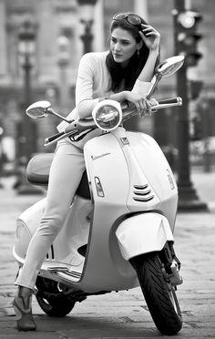 Vespa 946, la evolución de un clásico Vespa Bike, New Vespa, Motos Vespa, Piaggio Vespa, Lambretta Scooter, Vespa Scooters, Vespa Gtv, Vespa Retro, Scooter Girl