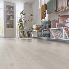 Kronotex Amazone 3597 Timeless Oak Beige on kodikas, kaunis ja huippulaadukas laminaatti. Sen kuosi on rauhallinen ja harmahtavan beige sävy on yhtä aikaa valoisa ja lämmin. Amazone-sarjan laminaatit ovat tavallisia laminaatteja kapeampia (157mm) ja viisteellisiä, jolloin lattiaan tulee perinteisen lankkulattian vaikutelma. Tavallista paksumpi 10mm:n kosteussuojattu runko tekee lattiasta tukevan ja ohuempia laminaatteja vähemmän kopisevan. Shag Rug, Beige, Decoration, Rugs, Home Decor, Home Remodeling, 30 Day, Amazons, Shaggy Rug
