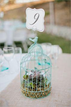 Decoração de mesas para casamento: cores e tendências - Gaiolinhas também dão um visual super romântico à decoração.