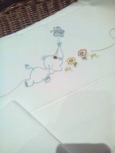 Risultati immagini per lençois de bebe bordados a mão