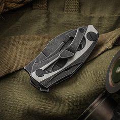 https://images.knifecenter.com/thumb/1500x1500/knifecenter/customknifefactory/images/CKFDCPT4ne.jpg