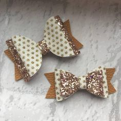 Size: Larger Bow - 3Inches long from end to end. Smaller Bow - Nearly 3 Inches long Description: This gorgeous Hair Bow for girls is a combination of Mustard Leatherette and finished with a stunning Gold and spotted glitter fabric. These handmade hair bows will be attached to a Handmade Hair Bows, Diy Hair Bows, Handmade Crafts, Glitter Hair, Glitter Fabric, Bow Template, Bow Pattern, Felt Bows, Dog Bows
