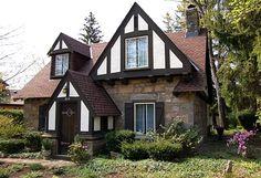 Tudor House ~ So, lovely! Home Styles Exterior, Home Exterior Makeover, Exterior House Colors, Estilo Tudor, Creepy Old Houses, Tudor Style Homes, Small House Decorating, Tudor House, Facade House