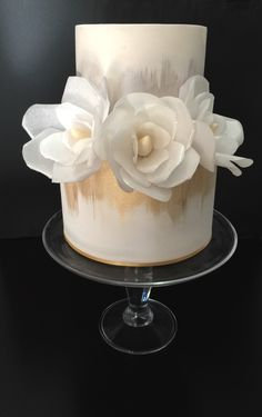 Wafer paper flowers, white Wafer Paper Flowers, Food N, Creative Food, Cake Decorating, Cakes, Desserts, Pies, Tailgate Desserts, Deserts