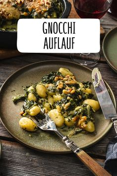 Gnocchi casserole - If you don& like gorgonzola, you can simply omit it and stir 50 g of grated gouda into the sa - Vegetable Stew, Vegetable Recipes, Benefits Of Potatoes, Cabbage Stew, Hamburger Meat Recipes, Southern Recipes, Casserole Dishes, Broccoli, Dinner Recipes