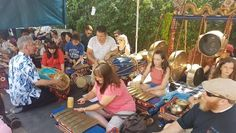 Alat Musik Tradisional: Gamelan Banyuwangi 34 Diputar 0 Suka Diunggah 17 May 2018   Sebagai warisan seni budaya, alat musik tradisional Gamelan Banyuwangi, khususnya yang dipakai dalam tari Gandrung memiliki kekhasan dengan adanya dua biola, yang salah satunya dijadikan sebagai pantus atau pemimpin lagu.  Dalam catatan sejarah, pengaruh luar cukup kental bagi perkembangan seni budaya di Banyuwangi. Karena kabupaten Banyuwangi selain menjadi perlintasan dari Jawa ke Bali, juga merupakan… Tours