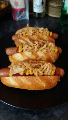 Hot Dog Buns, Hot Dogs, Bread, Drink, Ethnic Recipes, Food, Beverage, Brot, Essen