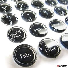 We made our Typewriter key jewelry charms and Typewriter Key Finger Rings, using just a few of our newest charm blanks, domes and this month's Freebie Typewriter Key Alphabet Printable. Key Jewelry, Photo Jewelry, Jewelry Making, Jewelery, Diy Crafts To Do, Diy Crafts Jewelry, Jewelry Ideas, Diy Magnets, Glass Magnets