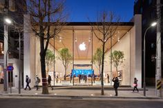 Apple Garosugil will open in Seoul on Saturday at 10 am. The first Apple store in South Korea is from south of the Han River, in the heart of the Gangnam area. The Seoul Apple store has gla… Glass Facades, Customer Experience, Apple News, Store Design, Editorial Photography, Photography Music, South Korea, Seoul, San Antonio