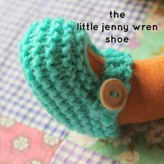 knitted doll patterns little jenny wren . life and dolls : the little jenny wren shoe, a simple knitted doll shoe Doll Shoe Patterns, Knitted Doll Patterns, Crochet Doll Pattern, Knitted Dolls, Crochet Dolls, Knitting Patterns Free, Baby Knitting, Crochet Cats, Crochet Birds
