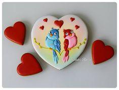Продолжим на тему любви? Влюбленные птички. Сердце 16×16 см Пока в наличии #royalicingcookies #gingerbread #decoratedcookies #cookiedecoration #sugarart #пряник #пряники #имбирноепеченье #имбирныепряники #пряникалматы #пряникиалматы #customcookies