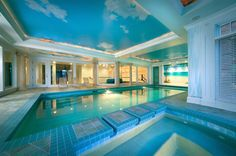 Interior with swimming pool, 50 variants for cooling in summer. Indoor Pools, Outdoor Pool, Indoor Outdoor, Outdoor Decor, Piscina Interior, Pool Cabana, Creative Architecture, Architectural Photographers, Pool Houses