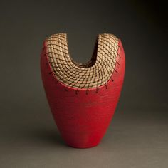 Hannie Goldgewicht: ceramic and pine needles