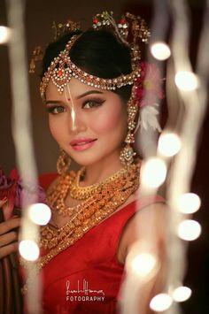 Beautiful Bride, Beautiful People, Beautiful Women, Beauty Women, Beauty Girls, Bengali Bride, Glamorous Makeup, Redhead Girl, Indian Bridal