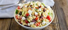 This Greek couscous salad is ready in 10 minutes!!!! And it looks and tastes amazing. The flavours of a traditional greek salad mixed though couscous.