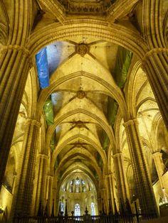 Os invitamos a pasear por la Catedral de Barcelona.  #historia #turismo  http://www.rutasconhistoria.es/loc/catedral-de-barceona