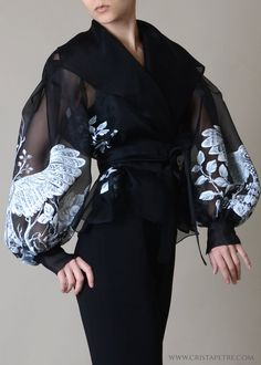 Discover recipes, home ideas, style inspiration and other ideas to try. Top Fashion, Fashion Dresses, Womens Fashion, Fashion Goth, Couture Fashion, Tea Length Skirt, Silk Organza, Organza Dress, Silk Satin