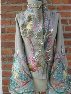Farb-und Stilberatung mit www.farben-reich.com - Handmade wool jacket from orterstrom.com Altered Couture, Boho Outfits, Vintage Outfits, Textiles, Hippy Chic, Boho Chic, Altering Clothes, Boho Fashion, Fashion Art