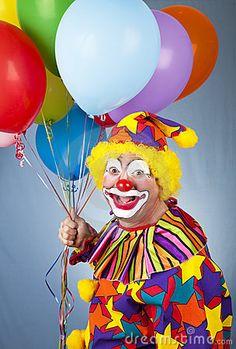 Payaso feliz con los globos.