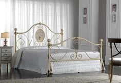 Englisches Bett CATERINA. Italienisches Design aus Schmiedeeisen für Ihr Schlafzimmer.