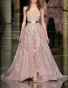 Catwalk photos and all the looks from Zuhair Murad Spring/Summer 2016 Couture Paris Fashion Week Style Haute Couture, Spring Couture, Couture Fashion, Runway Fashion, Fashion Show, High Fashion, Paris Fashion, Couture Week, Space Fashion