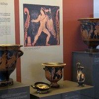 Veduta di una teca con raccolta delle ceramografie tra età arcaica e periodo classico. (sez. 4-5)
