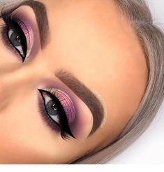 This picture is just GOALS! We are always looking for new eyeshadow looks and tutorials for eye colors. Our calendar will help you stay on top of when the latest makeup eyeshadow palettes are being released! Makeup Goals, Makeup Inspo, Makeup Tips, Beauty Makeup, Makeup Tutorials, Makeup Art, Makeup Products, Beauty Products, Makeup Eyeshadow Palette