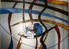 De la vechi la nou O formă de vitralii a fost folosită în bisericile creștine europene încă din secolul al III-lea sau al IV-lea î.e.n.. Arta vitraliului s-a bucurat de recunoaştere începând cu secolul al XII-lea, odată cu înălțarea catedralei gotice. Astăzi doar 10% din toate vitraliile sunt folosite în biserici și Abstract, Artwork, Summary, Work Of Art, Auguste Rodin Artwork, Artworks, Illustrators