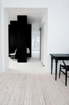 I love this flooring and the contrast with the light and dark