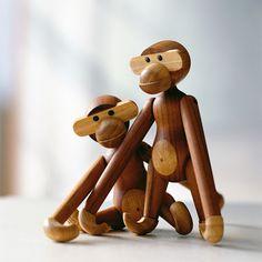 Wood Toys Kay Bojesen: Wooden Toy Monkey Rosendahl I had one of these 50 years ago…where… Nordic Design, Scandinavian Design, Scandinavian Furniture, Shopping Interior, Furniture Shopping, Toy Monkey, Small Monkey, Wooden Animals, Monkey Business