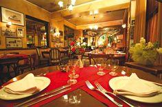 8 μαγαζιά που αγαπάμε σε Παγκράτι και Βύρωνα Athens Guide, Wine Recipes, Life Is Good, Table Settings, Greece, Food, Gourmet, Table Top Decorations, Essen