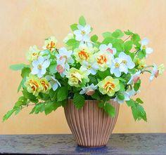 Have a nice weekend. Og en rigtig god pinse. The vase is from @hanne_bertelsen #flowers #spring #forår #bouquet