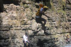 Destinasi: Pantai Batu Karas, pantai Batu Hiu & Green Canyon   Aktivitas Wisata: Wisata Bahari di pantai Batu Hiu dan Batu Karas, Penangkaran Penyu Batu Hiu dan Body Rafting di Green Canyon   Durasi: 3 hari 2 malam (berangkat jumat malam, pulang minggu siang)   Pickup Point: Jakarta & Bandung   Transportasi: 3 hari, Driver, BBM, Tol & Parkir   Level: Sedang/Menengah   Kategori: Adventure, Wisata Bahari, Water Sport   Konsumsi: 4 kali   Penginapan: Homestay Batu Karas 1 malam Explore, Green, Exploring