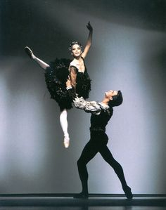 Darcey Bussell and Zoltàn Solymosi in Black Swan Pas de deux