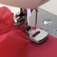 Sewing Machine Basics, Sewing Machine Brands, Sewing Machine Repair, Sewing Basics, Sewing Hacks, Sewing Tutorials, Sewing Crafts, Sewing Machines, Video Tutorials