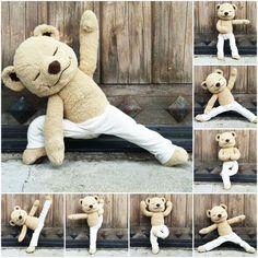 Me he enamorado de Meddy Teddy, este osito yogi, flexible y amoroso ideal para que los niños integren la práctica de yoga como algo cotidiano. ¡Le pediré uno a los Reyes Magos!