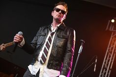 Scott Weiland, Former Singer Of Stone Temple Pilots, Dies At 48 - BuzzFeed News
